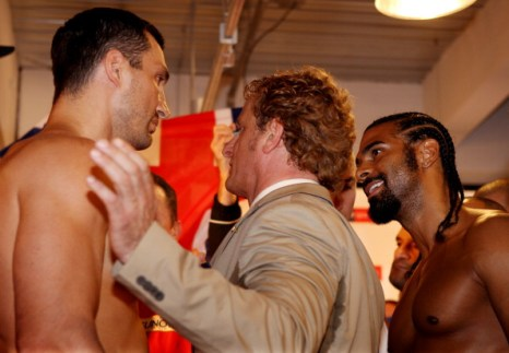Фоторепортаж и видео о процедуре взвешивания Кличко и Хэя перед боем.  Фото: Scott Heavey / Getty Images