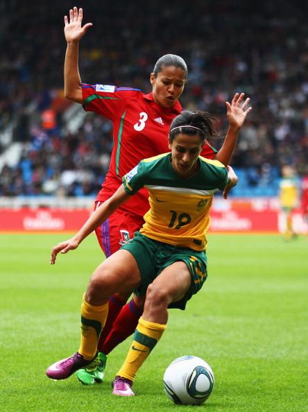 Фоторепортаж с футбольного матча между женскими сборными  Австралии и Экваториальной Гвинеи. Фото: Joern Pollex/Getty Images /PATRIK STOLLARZ/AFP/Getty Images