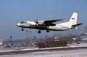 Самолет Ан-24. При аварийной посадке Ан-24 погибли 5 человек, 21 с травмами госпитализирован. Фото с сайта  people.megansk.ru