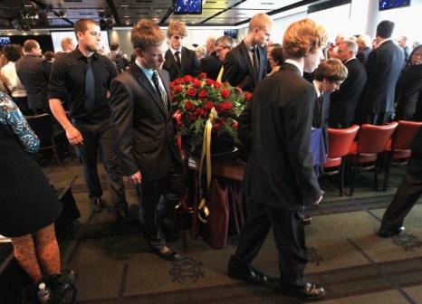 Фоторепортаж с церемонии похорон бывшего тренера австралийской футбольной команды St Kilda Алана Джинса. Фото: Hamish Blair/Getty Images