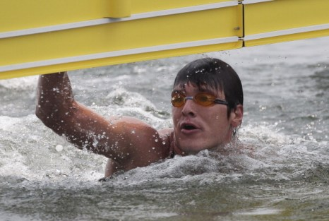 Владимир Дятчин выиграл серебро в заплыве на 25 км на ЧМ-2011 в  Шанхае. Фото: Lintao Zhang/Getty Images