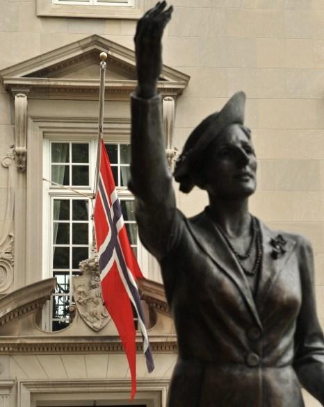Норвегия скорбит по погибшим в терактах. Фоторепортаж из Осло. Фото: Paula Bronstein/Marit Hommedal /NICHOLAS KAMM/AFP/Getty Images