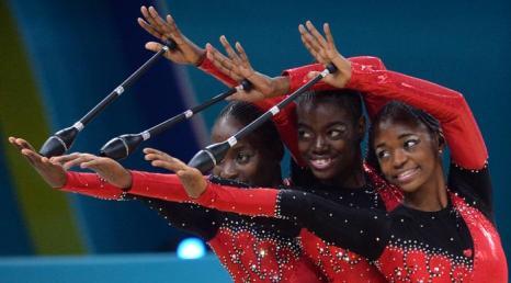 Выступление команды Анголы по художественной гимнастике на чемпионате мира в Киеве 31 августа 2013 года. Фото: SERGEI SUPINSKY/AFP/Getty Images
