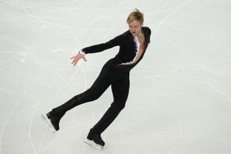 Евгений Плющенко исполнил короткую программу на сочинской Олимпиаде со вторым результатом, уступив первенство японцу Юдзуру Ханю 6 февраля в «Айсберге». Фото: YURI KADOBNOV/AFP/Getty Images