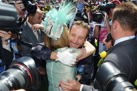 Победитель Кубка Мельбурна 2013 Дэмиен Оливер на скачках 4 октября 2013 года. Фото: Vince Caligiuri/Getty Images