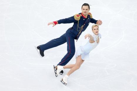 Татьяна Волосожар и Максим Траньков выступают в короткой программе на Олимпийских играх в Сочи 6 февраля 2014 года. Фото: Matthew Stockman/Getty Images