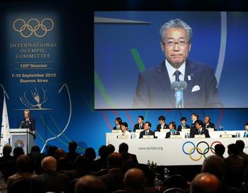 Президент комитета «Токио 2020» Цунекацу Такеда на презентации Токио в ходе 125-й Сессии МОК 7 сентября 2013 года. Фото: Ian Walton/Getty Images