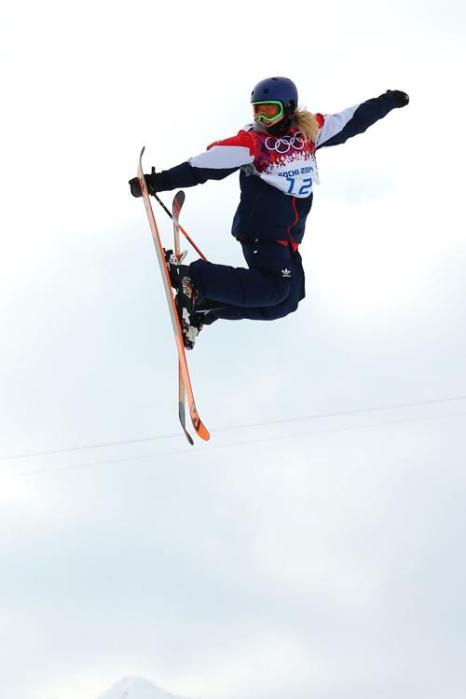 Третьей в квалификации Олимпийских игр по ски-слоупстайлу в Сочи стала британская фристайлистка Кэти Саммерхэйс 11 февраля 2014 года. Фото: Mike Ehrmann/Getty Images