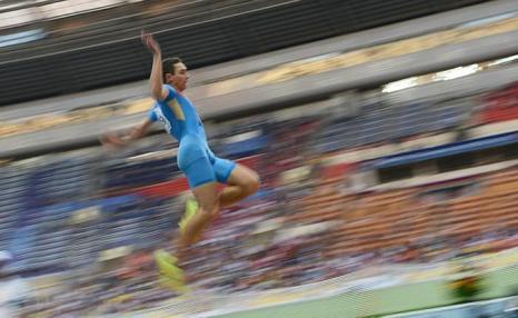 Российский легкоатлет Александр Меньков победил на московском Чемпионате мира, показав лучший результат турнира в прыжках в длину 16 августа 2013 года в Лужниках. Фото: KIRILL KUDRYAVTSEV/AFP/Getty Images