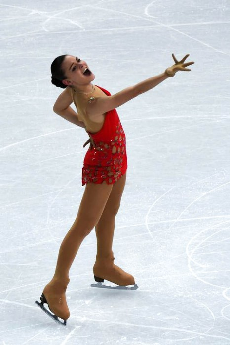 Аделина Сотникова исполняет короткую программу 19 февраля 2014 года На Олимпиаде в Сочи. Фото: DAMIEN MEYER/AFP/Getty Images