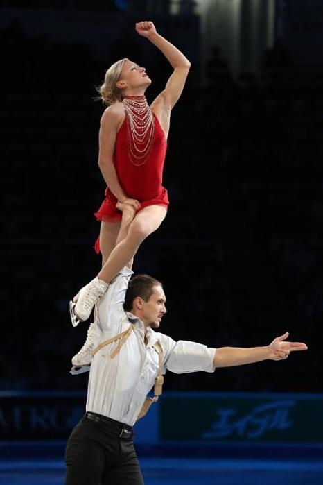Пара Максим Траньков и Татьяна Волосожар стали первыми на Гран-при по фигурному катанию Skate America в Детройте 20 октября 2013 года, поставив также очередной мировой рекорд. Фото: Dave Reginek / Getty Images