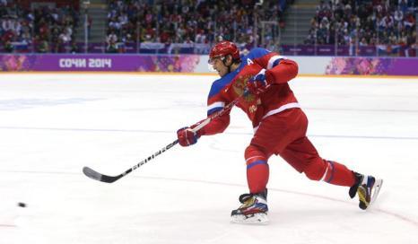Александр Овечкин забил первый гол на первом олимпийском матче россиян в Сочи со сборной Словении 12 февраля. Фото: Bruce Bennett/Getty Images