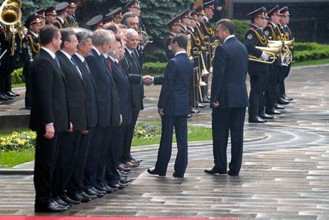 Церемония представления президента РФ Дмитрия Медведева официальной делегации из Украины в Киеве 17 мая 2010 года. Фото: Владимир Бородин/The Epoch Times