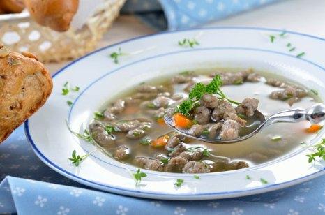 Суп из говядины. Фото: kabVisio/Photos.com