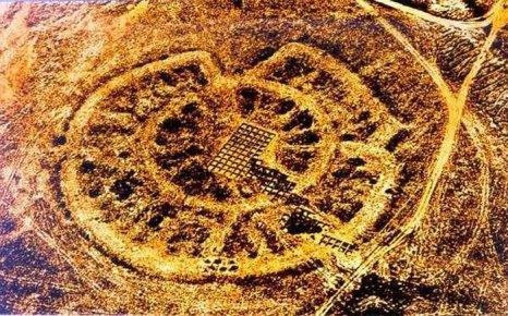 Кольцевая структура Аркаима сориентирована по звездам, а сама планировка представляет собой точную модель Вселенной. Фото: culture.ru
