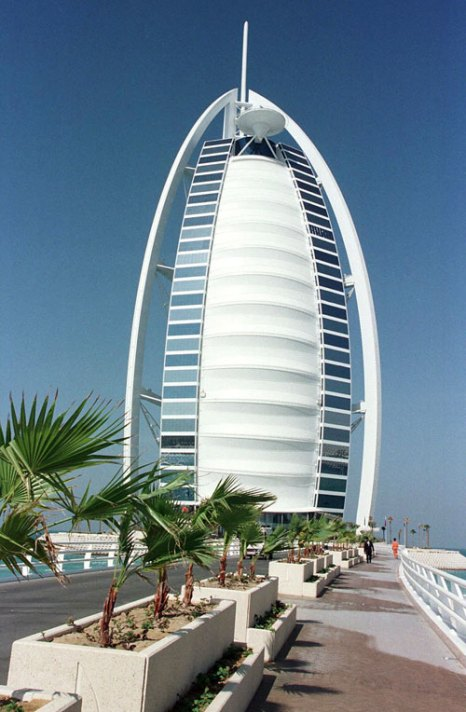 Отель Бурж аль-Араб. Фото: Ross Kinnaird/Getty Images