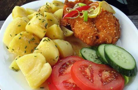 Куриное филе с картофелем и овощами. Фото: Dezidor/commons.wikimedia.org