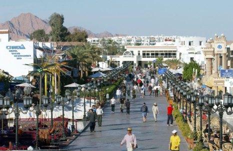 Не стоит делать покупки сразу после приезда в Египет. Сначала просто погуляйте по   рынкам, приценитесь к товарам, привыкните к ценам в местной валюте. Фото: ERIC FEFERBERG/AFP/Getty Images