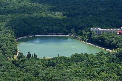 Декоративное озеро. Вид с горы Железной, Железноводск, КМВ. Фото: Pupsoid/commons.wikimedia.org