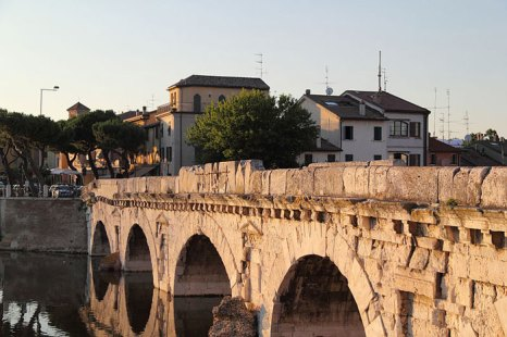 Древний мост Тибериуса. Фото: Howwi/commons.wikimedia.org