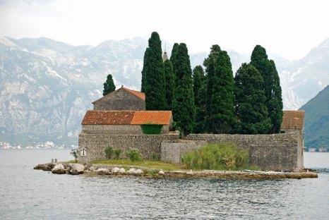 остров Св. Георгия в Которской бухте, Черногория. Фото: Inna Felker/Photos.com