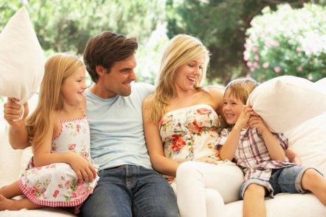 Папа - это важный человек в жизни ребенка любого возраста. Без папы невозможна полноценная семья. Внимание папы важно для ребенка не меньше маминого. Фото: Mark Bowden/Photos.com