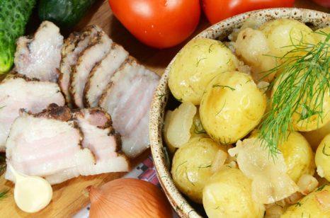 Картошка с салом. Фото: kontur-vid/Photos.com