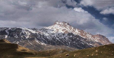 Вид на гору Шалбуздаг (Шалбуз-даг) — вершина в Дагестане. Высота 4142 метров.Фото: Ilias Hadji/commons.wikimedia.org