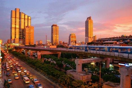 Бангкок расположен на берегу самой большой реки королевства Таиланд — Чао Прайя, недалеко от её впадения в Сиамский залив. Фото: Diliff/commons.wikimedia.org