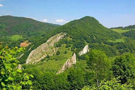 Белые Карпаты служат естественной границей между Чехией и Словакией. Высшая точка — гора Велька Яворина, 970 м над уровнем моря, находящяяся неподалёку от г. Нове Место-над-Вагом. Фото: Prazak/commons.wikimedia.org