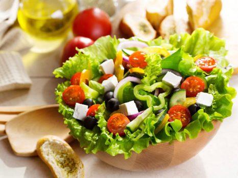 Салат из свежих офощей. Фото: Nikolay Trubnikov/Photos.com