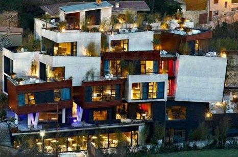 Кубические формы отеля Viura, Испания. Фото: designzoom.ru
