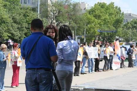 Поддержать акцию приехало местное телевидение Publika-TV. Фото: Великая Эпоха