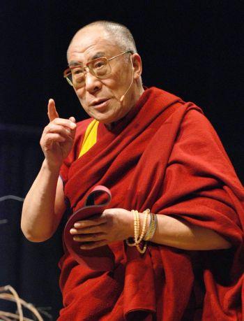Далай-лама во время визита в Оттаву в октябре 2007 г. Коммунистический режим Китая применил карательные санкции к университету Калгари за присуждение почетной ученой степени Далай-ламе. Министерством образования Китая университет был  исключен из списка аккредитованных учебных заведений. Фото: Самира Бауора/Великая Эпоха