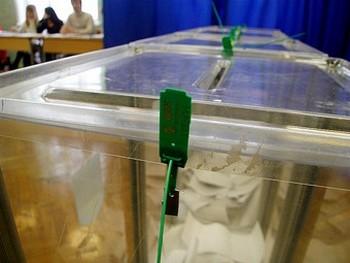 Урна для бюллетеней на выборах президента Украины. Фото Ярослава Дебелого для Lenta.Ru