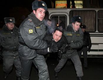 CША и ЕС выразили озабоченность задержаниями участников акции в защиту свободы собраний в Москве. Фото:  STR/AFP/Getty Images