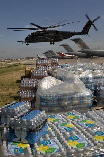 Дополнительно четыре тысячи военных моряков и морских пехотинцев США прибыли   на Гаити. Фото:  Logan Abassi/MINUSTAH via Getty Images