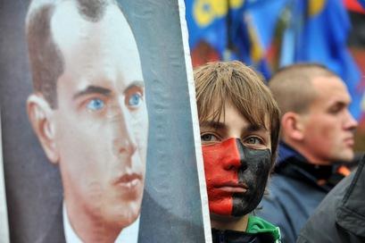 Польша и Россия выразили недовольство по поводу возвеличения Степана Бендеры в Украине. Фото:  SERGEI SUPINSKY/AFP/Getty Images