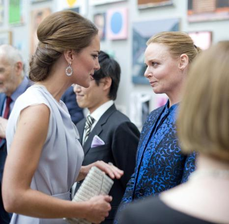 Герцогиня Кембриджская  посетила приём в Королевской академии искусств. Фоторепортаж. Фото:  Geoff Pugh - WPA Pool/Getty Images