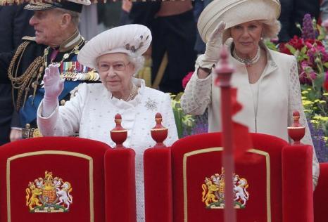 Королева Елизавета II приняла участие в параде флотилии.  Фоторепортаж. Фото: Jeff J Mitchell/Getty Images