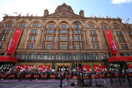 Открытие фасада универмага  Harrods в честь бриллиантового юбилея правления британской королевы. Фоторепортаж. Фото: Peter Macdiarmid/Getty Images
