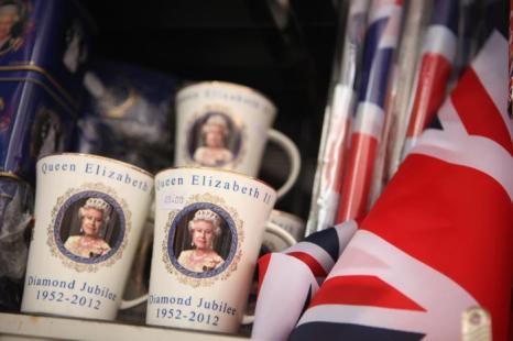 В  Лондоне всё готово к празднованию бриллиантового юбилея правления королевы Елизаветы II. Фоторепортаж. Фото: Michael Buckner, Dan Kitwood, Oli Scarff  /Getty Images
