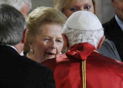 Маргарет Теччер (Margaret Thatcher) во время визита Папы Римского, Бенедикта XVI в Великобританию. Фото:  Paul Rogers/ WPA Pool/Getty Images