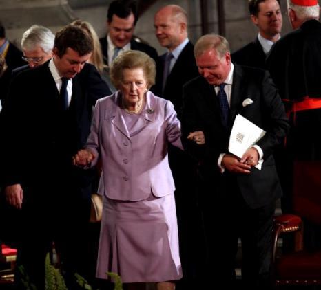 Гордон Браун (Gordon Brown), Тони Блэр (Tony Blair), Черри Блэр (Cherie Blair, Норма Майор (Norma Major),  Джон Майор (John Major), Margaret Thatcher , William Hague and Nick Clegg во время визита Папы Римского, Бенедикта XVI в Великобританию. Фото:  Paul Rogers/ WPA Pool/Getty Images