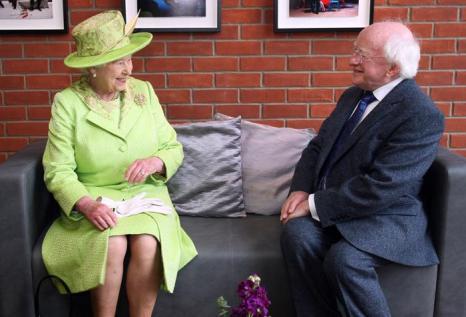 Королева Елизавета II  посетила Белфаст. Фоторепортаж. Фото: Paul Faith - WPA Pool/Getty Images