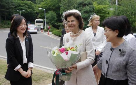 Король и королева Швеции в Южной Кореи посетили Национальное кладбище. Фоторепортаж. Фото: Chung Sung-Jun/Getty Images