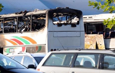 Фоторепортаж о последствиях взрыва автобуса с израильтянами в Болгарии: шесть человек  погибли, 32 получили ранения. Фото: STR/AFP/GettyImages