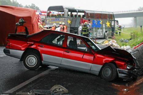 Разбился автобус с польскими туристами в Германии, в автокатастрофе погибли 12 человек, 31 пострадали. Фоторепортаж. Фото: Sean Gallup/Getty Images