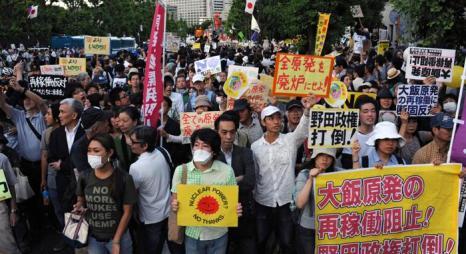 Японцы протестуют против использования атомной энергии 29 июня 2012.Фото: TOSHIFUMI KITAMURA,RIE ISHII/AFP/GettyImages