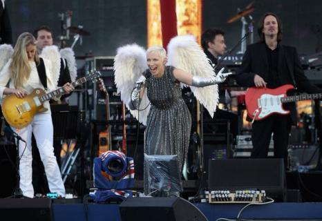 Концерт звезд  в честь бриллиантового юбилея  прошёл в Букингемском дворце. Annie Lennox. Фоторепортаж. Фото: Dan Kitwood/Getty Images